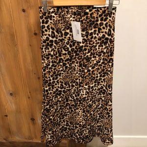 Dresses & Skirts - Leopard mid skirt